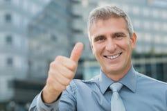 Homem de negócios bem sucedido exterior Imagem de Stock Royalty Free