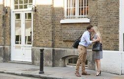Homem de negócios And Businesswoman Greeting na rua imagem de stock