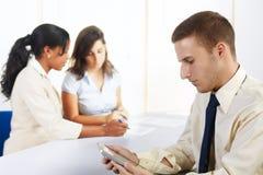 Homem de negócios caucasiano com um PC da tabuleta Imagem de Stock Royalty Free