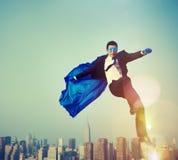 Homem de negócios Cityscape Leadership Concept do super-herói fotografia de stock royalty free