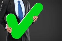 Homem de negócios com ícone da marca de verificação Fotos de Stock