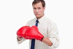 Homem de negócios com as luvas de encaixotamento prontas para lutar Fotos de Stock Royalty Free