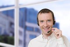 Homem de negócios com auriculares Fotos de Stock Royalty Free