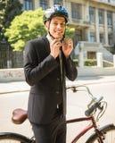 Homem de negócios com bicicleta fotografia de stock