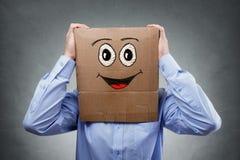 Homem de negócios com a caixa de cartão em sua cabeça fotos de stock royalty free