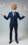 Homem de negócios com a caixa do cubo do jogo em vez da cabeça Fotos de Stock Royalty Free