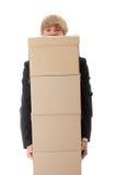 Homem de negócios com caixas empilhadas Fotos de Stock