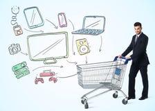 Homem de negócios com carrinho de compras Fotografia de Stock Royalty Free