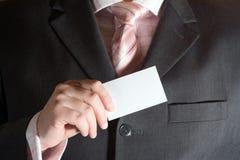 Homem de negócios com cartão Fotos de Stock Royalty Free