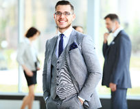 Homem de negócios com colegas Imagem de Stock Royalty Free