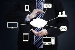 Homem de negócios com diagrama de computação da nuvem Fotografia de Stock Royalty Free