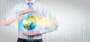 Homem de negócios com enigma do globo 3D Foto de Stock
