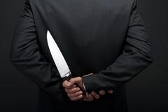Homem de negócios com faca à disposição imagem de stock royalty free