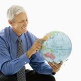 Homem de negócios com globo. imagens de stock