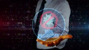 Homem de negócios com holograma da proteção de dados filme