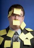 Homem de negócios com notas amarelas Imagem de Stock Royalty Free