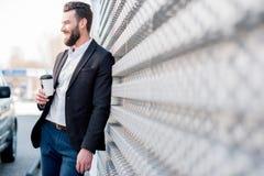 Homem de negócios com o café a ir fora fotografia de stock royalty free