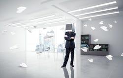 Homem de negócios com o monitor em vez da cabeça Fotografia de Stock Royalty Free