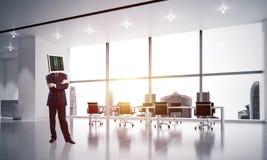 Homem de negócios com o monitor em vez da cabeça Foto de Stock Royalty Free