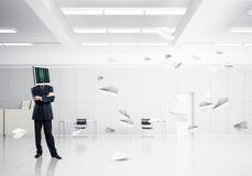 Homem de negócios com o monitor em vez da cabeça Fotografia de Stock