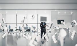 Homem de negócios com o monitor em vez da cabeça Foto de Stock
