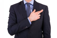 Homem de negócios com os dedos cruzados. imagens de stock