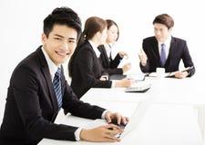 Homem de negócios com os executivos que têm o encontro junto Imagens de Stock Royalty Free