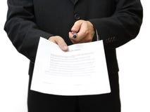 Homem de negócios com pena e contrato Imagem de Stock Royalty Free