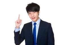 Homem de negócios com ponto do dedo acima Fotos de Stock