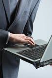 Homem de negócios com portátil Imagens de Stock