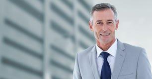 Homem de negócios com prédios de escritórios Imagens de Stock