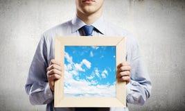Homem de negócios com quadro Fotos de Stock Royalty Free
