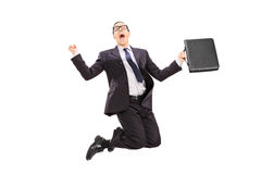 Homem de negócios com saltar da pasta da alegria fotografia de stock