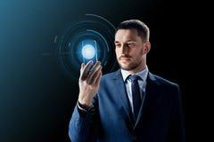 Homem de negócios com smartphone transparente Foto de Stock Royalty Free