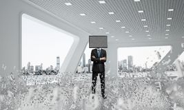 Homem de negócios com a tevê em vez da cabeça Fotos de Stock Royalty Free