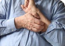 Homem de negócios com um braço itchy Imagem de Stock Royalty Free