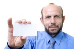 Homem de negócios com um cartão vazio Fotos de Stock