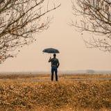 Homem de negócios com um guarda-chuva fora Imagem de Stock Royalty Free