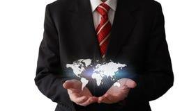 Homem de negócios com um mapa do mundo Fotos de Stock
