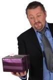 Homem de negócios com um presente Fotos de Stock Royalty Free
