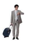 Homem de negócios com uma mala de viagem foto de stock