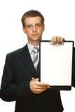 Homem de negócios com uma prancheta e uma pena, isoladas Imagem de Stock Royalty Free