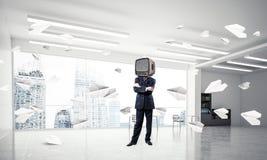 Homem de negócios com uma tevê velha em vez da cabeça Foto de Stock Royalty Free