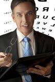 Homem de negócios com vidros e carta de olho Foto de Stock Royalty Free