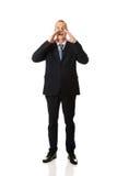Homem de negócios completo do comprimento que chama para alguém Foto de Stock