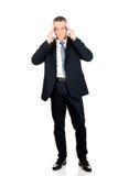 Homem de negócios completo do comprimento que sofre da dor de cabeça Fotografia de Stock