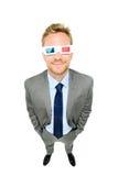 Homem de negócios completo do comprimento que veste os vidros 3d no branco Fotografia de Stock Royalty Free