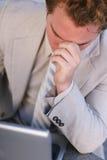 Homem de negócios comprimido foto de stock