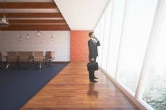 Homem de negócios In Conference Room Fotografia de Stock Royalty Free