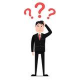Homem de negócios confuso dos desenhos animados com pontos de interrogação na cabeça Fotografia de Stock